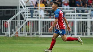 Alejandro Zendejas en un partido de Sub 20 con Chivas