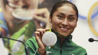 María Guadalupe Gónzalez con su medalla de Río 2016