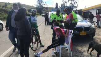 Nairo Quintana descansando en una silla tras ser atendido por ciudadanos en Motavita