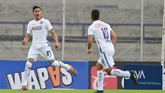 Josué Reyes festeja uno de sus goles con La Máquina