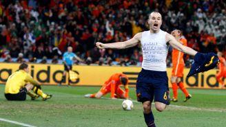 Andrés Iniesta celebra el gol del triunfo ante Holanda