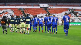 Jugadores de Cruz Azul y América previo a un partido