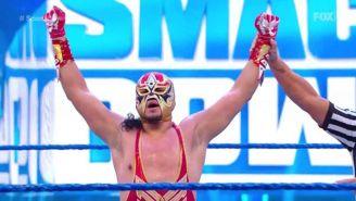 Gran Metalik celebra victoria de la WWE