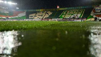 Césped del Estadio León durante la tormenta