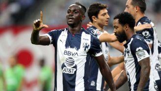 Aké Loba celebrando un gol con Rayados