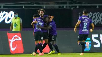 Jugadores de Mazatlán celebran gol vs Xolos