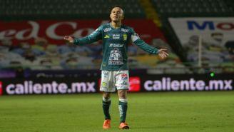 Luis Montes en acción con León