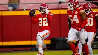 Jugadores de los Chiefs celebran una jugada ante los Pats