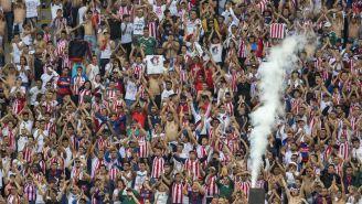 Aficionados de Chivas en las gradas del Estadio Akron