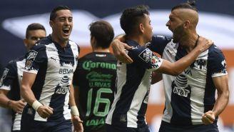 Nico Sánchez y otros jugadores de Rayados festejan un gol