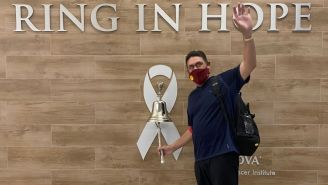 Ron Rivera a su salida del hospital
