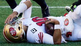 Garoppolo cae al césped en un juego de 49ers