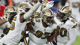 Jugadores de los Saints celebran ante Tampa Bay