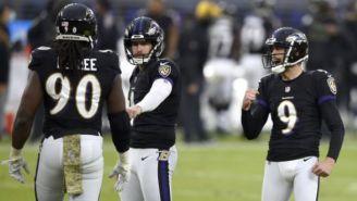 Los Ravens festejan una jugada