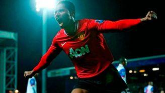Valencia festeja un gol con Manchester United