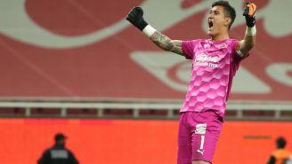 Gudiño festeja el gol del Rebaño en el Clásico Nacional