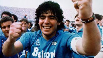 Diego Armando Maradona en un partido con Napoli