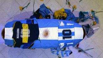 Maradona en su ataúd