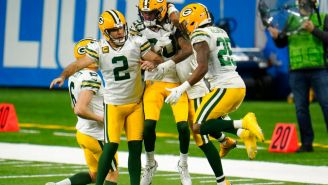 Jugadores de Packers celebran TD ante Lions