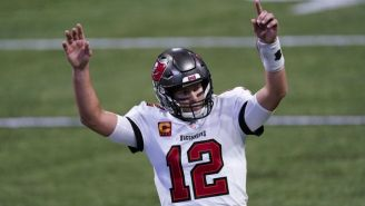 Tom Brady en acción con Tampa ante Falcons