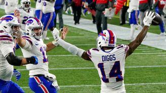Jugadores de los Bills festejan una anotación sobre los Pats