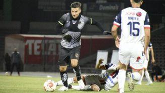 Andrés Iniestra en acción con Juárez FC en amistoso
