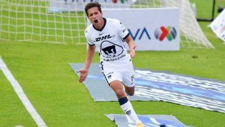 Carlos Gutiérrez en festejo con Pumas vs Mazatlán