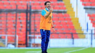 Larcamón en el juego vs Querétaro