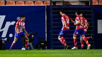 Jugadores de Atlético de San Luis en festejo