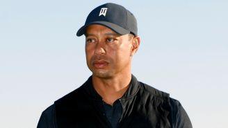Tiger Woods durante ceremonia de premiación