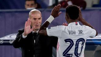 Zinedine Zidane y Vinicius Jr en partido