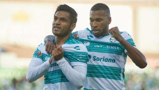 Aguirre festeja el gol de Santos