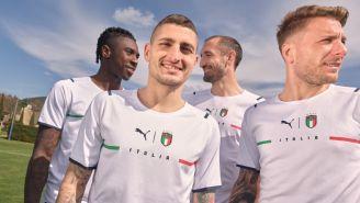 Nuevo uniforme de visita de Italia