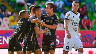 Jugadores de León festejando un gol a favor