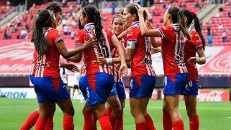 Chivas festeja gol ante Toluca