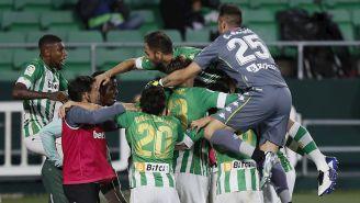 Jugadores del Betis celebran un gol vs Granada