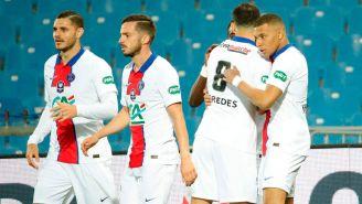 Jugadores del PSG festejan una anotación ante el Montpellier