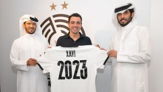 Xavi Hernández durante la renovación de su contrato con Al Sadd
