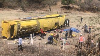 Autobús volcado en Puebla