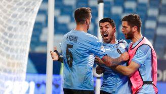Suárez festeja su diana con Uruguay