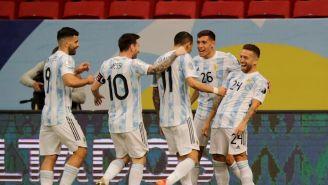Jugadores argentinos celebrando un gol vs Paraguay