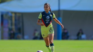 Dalia Molina durante un partido con América