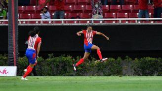 Miriam Castillo festejando un gol a favor de las Chivas