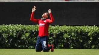 Cristian Calderón en festejo ante Necaxa