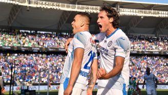 Cabecita y Giménez celebrando un gol vs León