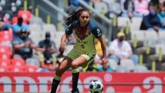 Montserrat Hernández durante un partido con América