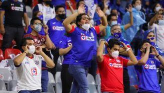 Aficionados de Cruz Azul en el Estadio Azteca