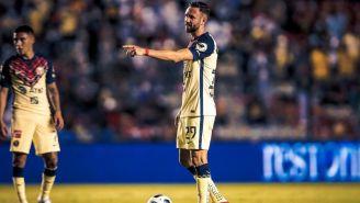 Miguel Layún reacciona durante partido del América