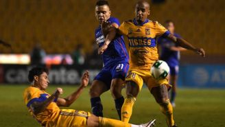 Carlos Salcedo y Chaka Rodríguez en acción con Tigres