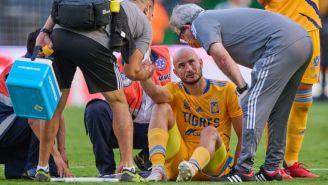 Carlos González en el duelo entre Tigres y Atlas